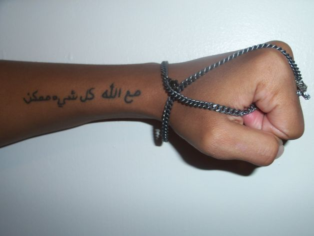 Тату на руке надпись на арабском с переводом