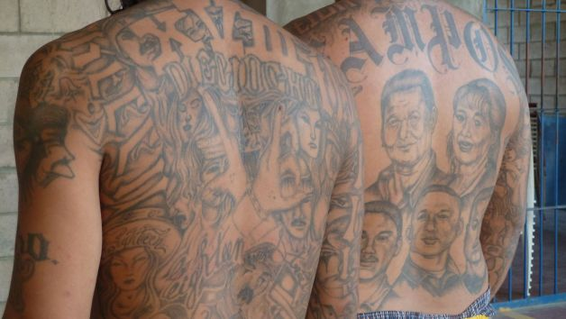 Как в тюрьме набивают тату
