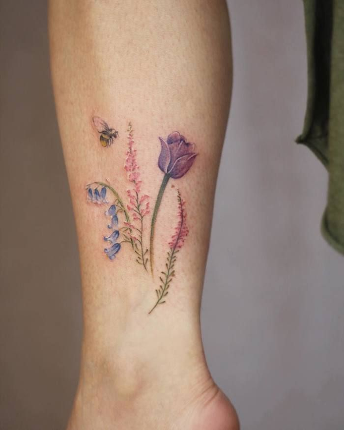 Cindy van Schie has a great love for nature and spends most of her time outdoors from where she draws inspiration for her botanical tattoo designs