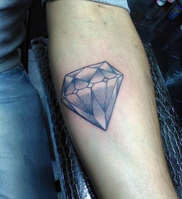diamond tattoo designs on neck back