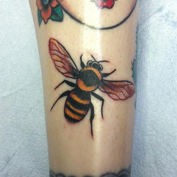Elegant Bee Tattoo On Leg