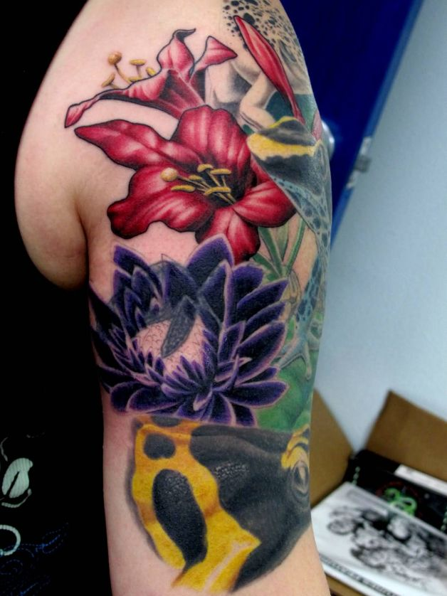 Flower N Frog Tattoo Design