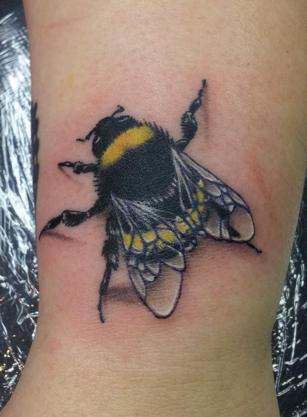Amazing Black & Yellow Bee Tattoo photo - 1