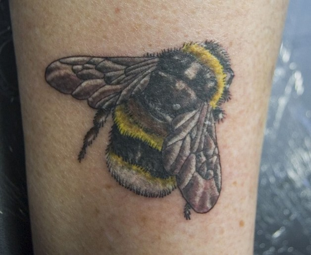 Amazing Bumblebee Tattoo Design photo - 1