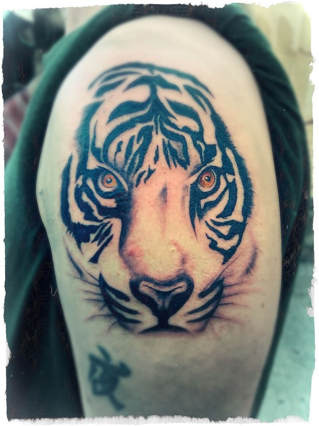 Angry Tiger Face Tattoo On Left Back Shoulder photo - 1