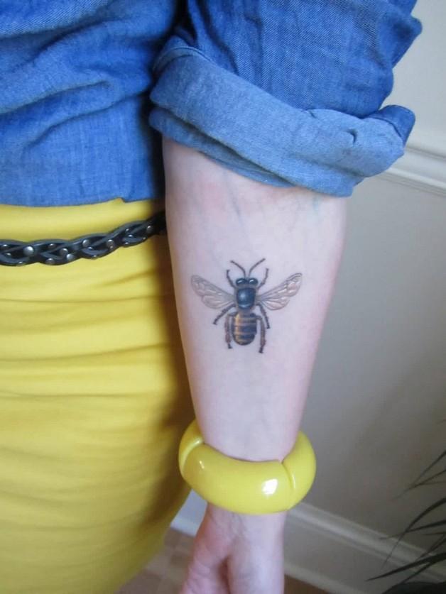 Attractive Bee Tattoo Design photo - 1