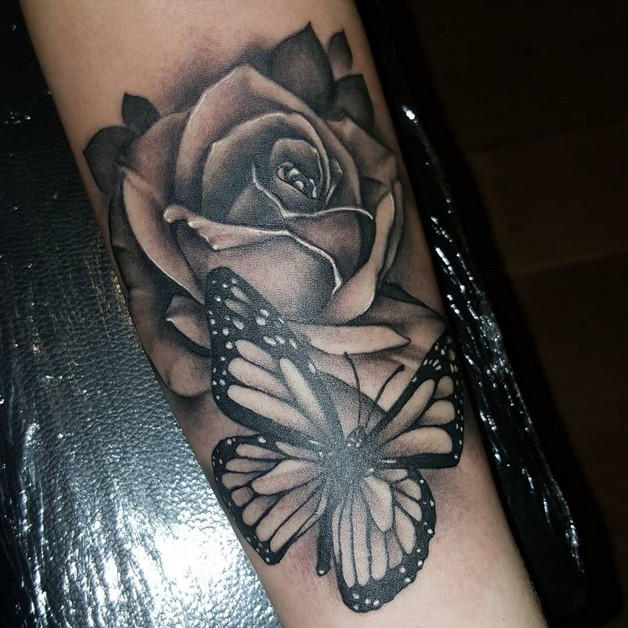 Black N White Flowers Tattoo On Half Sleeve