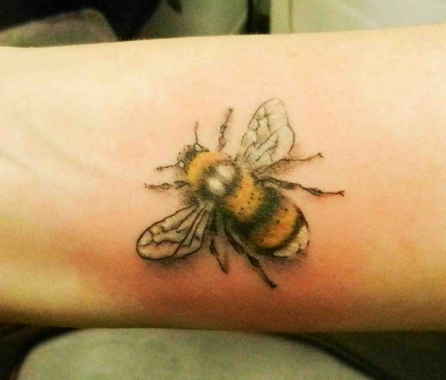 Color Ink Bee Tattoo photo - 1
