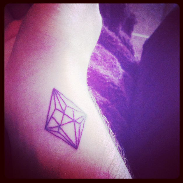 Cool Diamond Tattoo On Back photo - 1