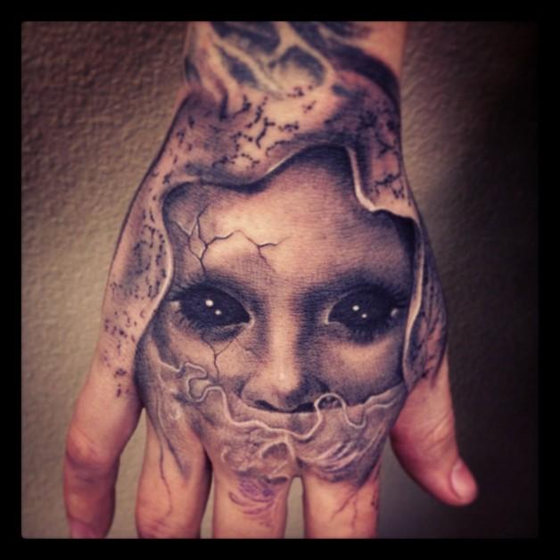 Creepy Eye Hand Tattoo photo - 1