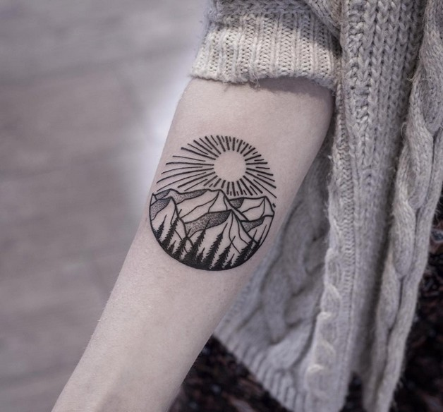 Cute Diamond Hand Tattoo photo - 1