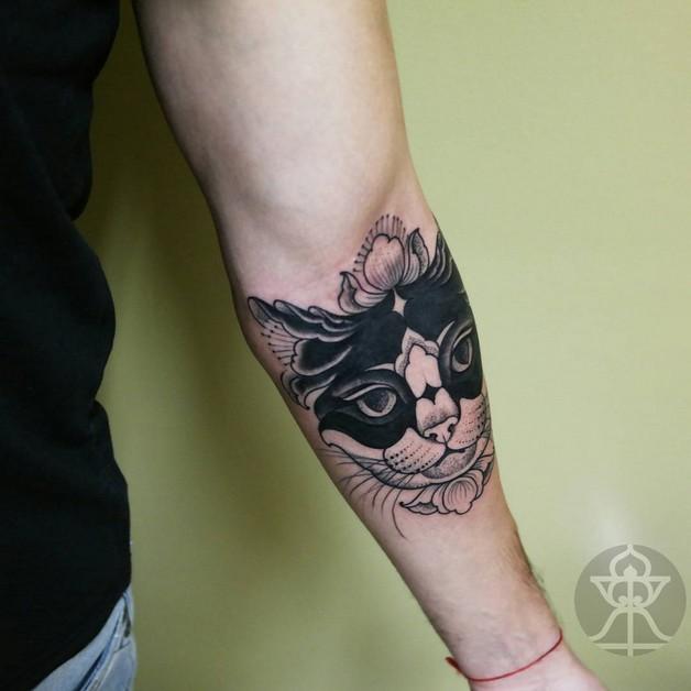 Dangerous Cat Tattoo on Arm photo - 1