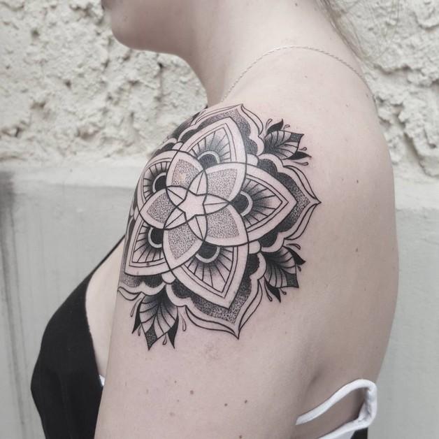 Flower Tattoo Design On Back Of Shoulder photo - 1