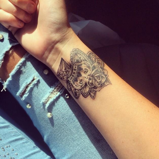 Flower n Diamond Tattoo On Wrist photo - 1
