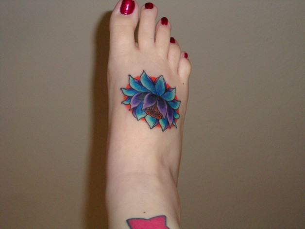 Flowers Tattoo For Girls On Foot photo - 1