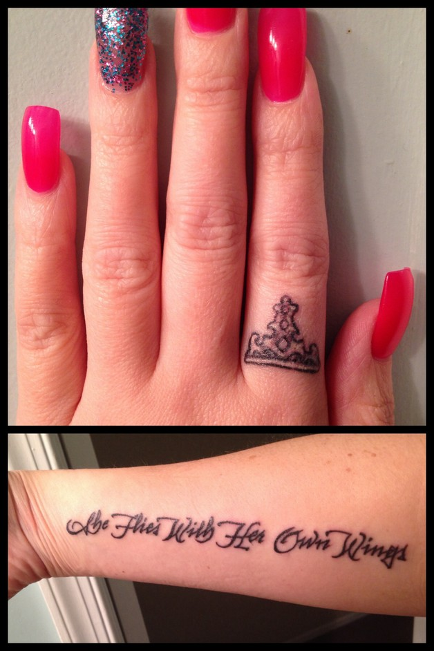 King And Queen Tattoos On Fingers For Couple photo - 1