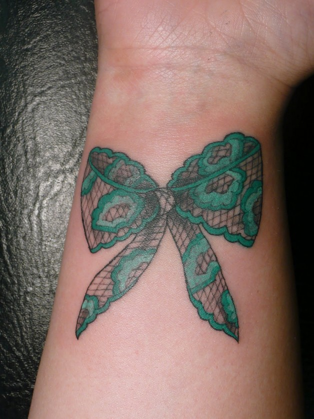 Lovely Swirls Ribbon Bow Tattoo On Thigh photo - 1