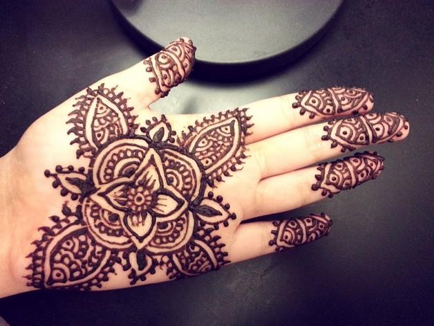 Pretty n Small Hand Tattoo Designs photo - 1