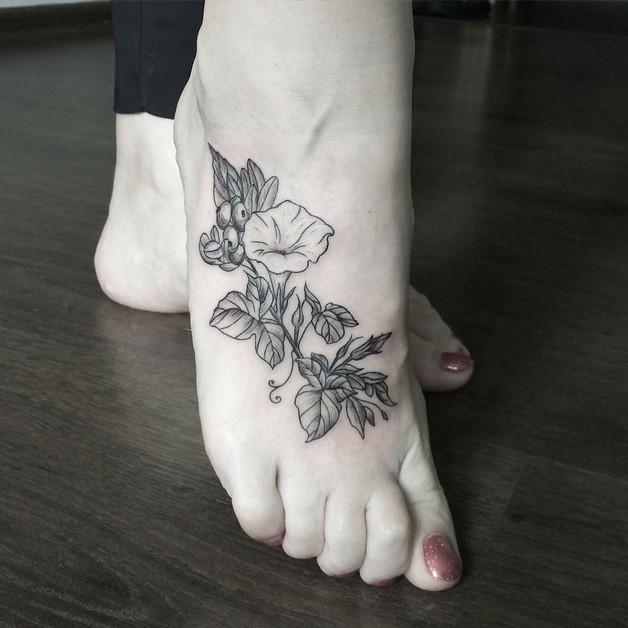 Stunning Flower Tattoo Design photo - 1