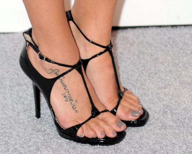 arabic foot tattoo photo - 1