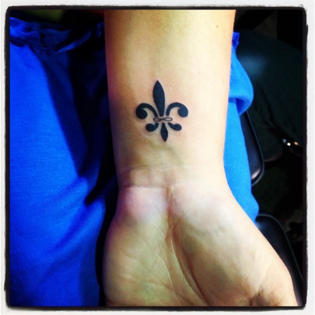 arabic tattoo on wrist photo - 1