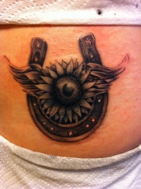 belly button piercing and red star waist tattoo photo - 2