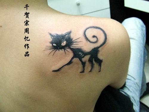 blue eyed sphinx cat portrait tattoo on back photo - 1