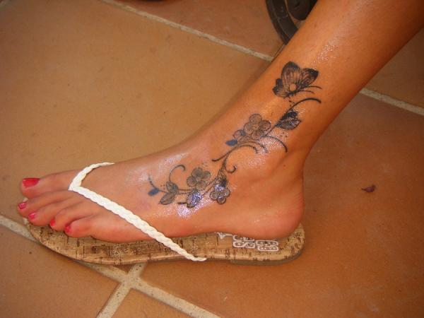 Blue Moon Tattoo With Little Stars On Leg