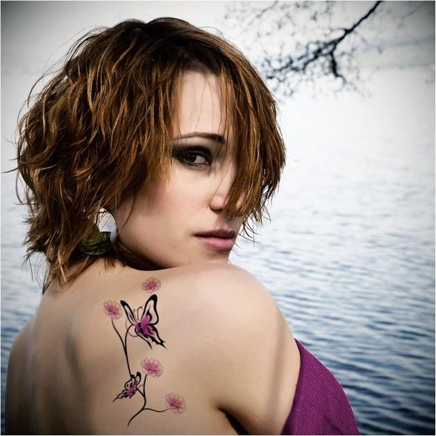 elegant flowers tattoo on back of girl photo - 2