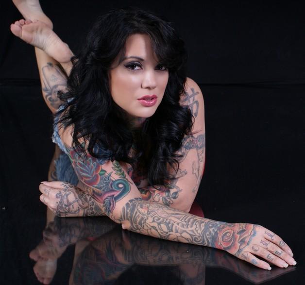 extreme tattoo on leg photo - 1