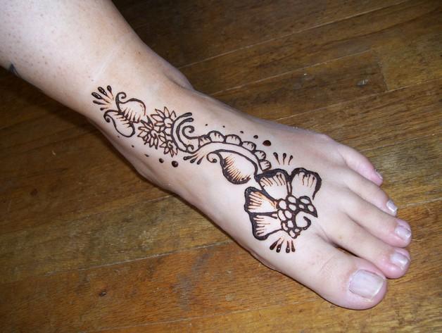 Mehndi Flower Tattoo Designs : Feminine floral tattoo on leg