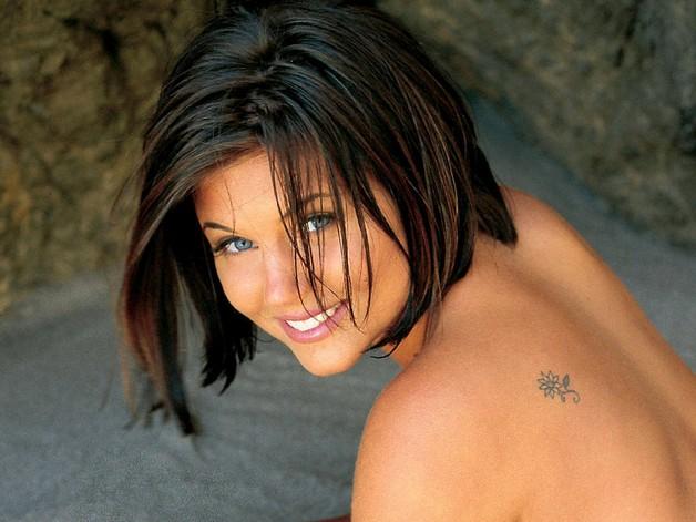 feminine shoulder tattoo design photo - 1