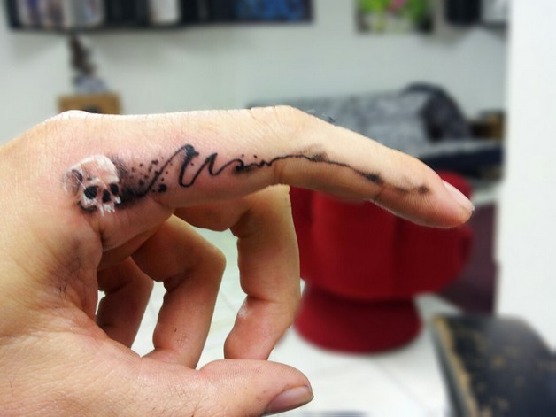 Татуировки на пальцах рук, мужские и женские тату