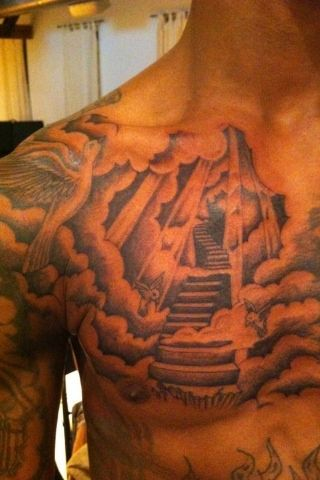 skull in star tattoo on back shoulder photo - 2