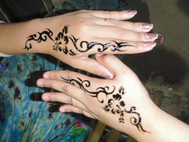 Mens Mehndi Tattoo : Small arabic word tattoo on back neck